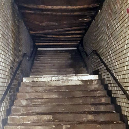 Stillgelegte Treppe zum Bahnsteig 5 - Foto von Dennis Gärtner